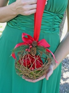 http://aminamichele.com/2011/12/pine-cones-for-winter-wedding-splendor/