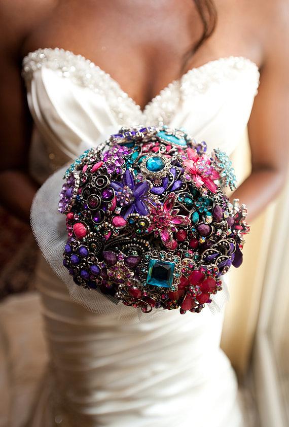 Image : Brooch Bouquet - popsugar.com