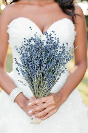 Image : Lavender Bouquet - elegantweddinginvites.com