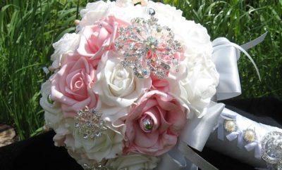 brooch-bouquet-681536__340