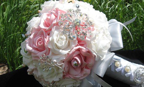 6 Ways To Make A Brooch Bouquet On A Budget - North West Brides