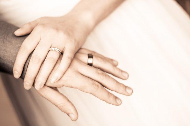 hands-2069864_1920