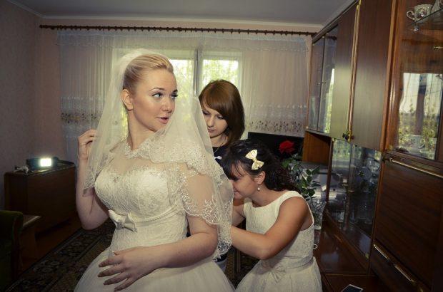 bridesmaids-442893_960_720