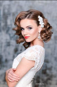 6 ways to wear short hair for your wedding north west brides if your wedding has a vintage theme or touch a vintage hair do will fit in nicely soft curls styled in alternate directions with an added intricate junglespirit Images