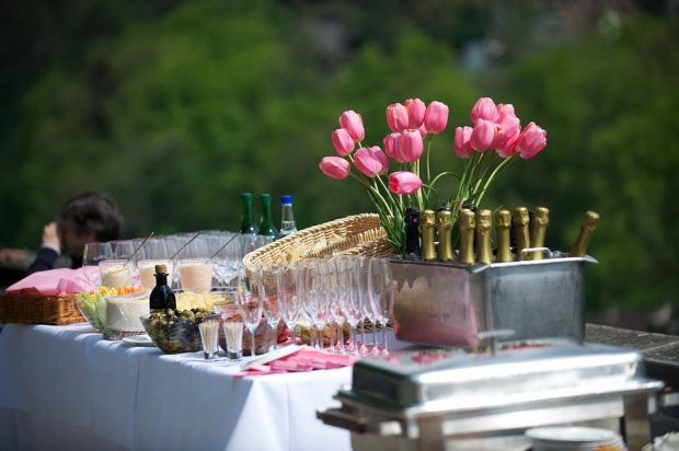 Wedding reception food 9 things you need to consider before booking if you are doing the food yourself you will need to organise who will be cooking and how many people you need to pitch in with preparing solutioingenieria Image collections